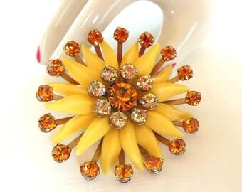 Vintage Rhinestone Brooch Flower Plastic Yellow Amber Gold 50's (item 222)