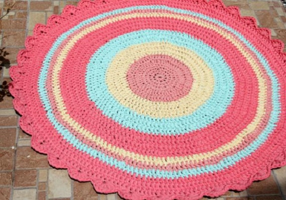 Knitting Pattern For Round Rug : Items similar to Crochet Round Rug T-shirt Yarn, Knitted Rug Handmade Rug, Fa...