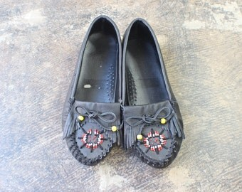 8 M / Moccasin Loafers / Vintage Leather Beaded Shoes / Southwest Flats Women's