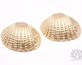 P555-02-MG// Matt Gold Plated Atlantic Cockle Seashell Pendant, 2 pcs