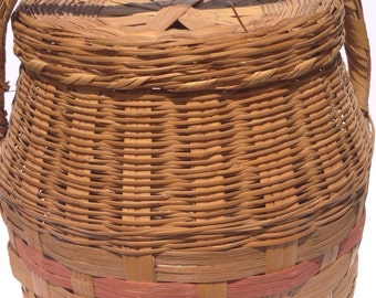 Vintage Basket, Weaved Basket, Basket with Lid, Vintage Reed, Woven Wicker, Reed Basket, Vintage Reed Basket  with red and very faded green
