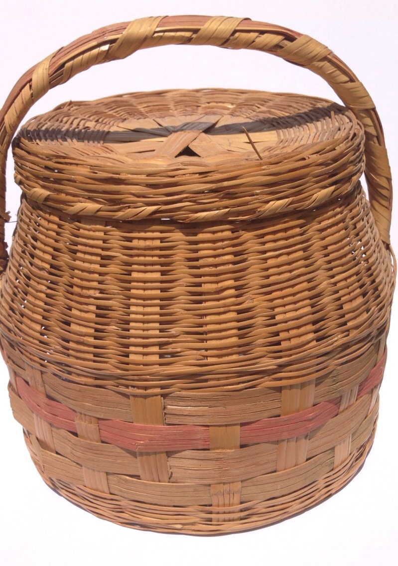 How To Weave A Basket Out Of Reeds : Vintage basket weaved with lid reed