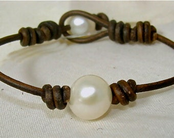 The Single Leather and Pearl Bracelet