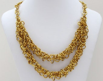 Chain mail shaggy loops necklace in gold aluminum