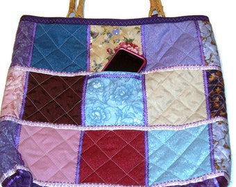 Quilted patchwork tote bag with bamboo handles, ribbon, snap closure and 3 pockets.