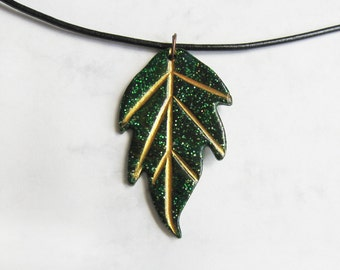Leaf necklace, Polymer clay pendant, Leaf jewelry, Elven jewelry, Elven necklace, Fantasy necklace, Nature jewelry, Leaf pendant, Green leaf