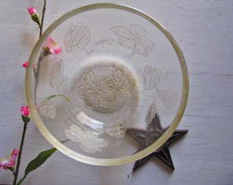 Charming Vintage Glass Bowl Flowers Etched Vaseline Mixing Bridal Wedding FARMHOUSE Prairie COTTAGE Beach Shabby Chic Serve Bake 1940's-50's