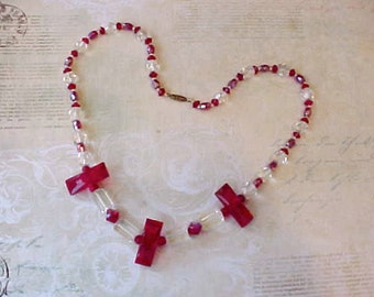 Beautiful Art Deco Era Glass Bead Necklace in Crimson and Clear