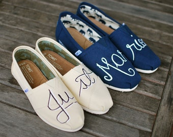 Custom Hand Painted Just Married Natural and Navy Canvas Toms for Bride and Groom. Customizable - Made-to-order - Painted Just Married Shoes