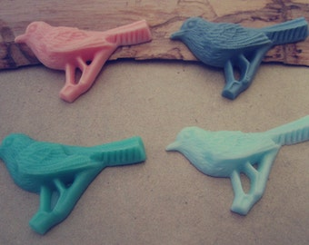 8pcs (Mixed color)  Resin bird 25mmx43mm