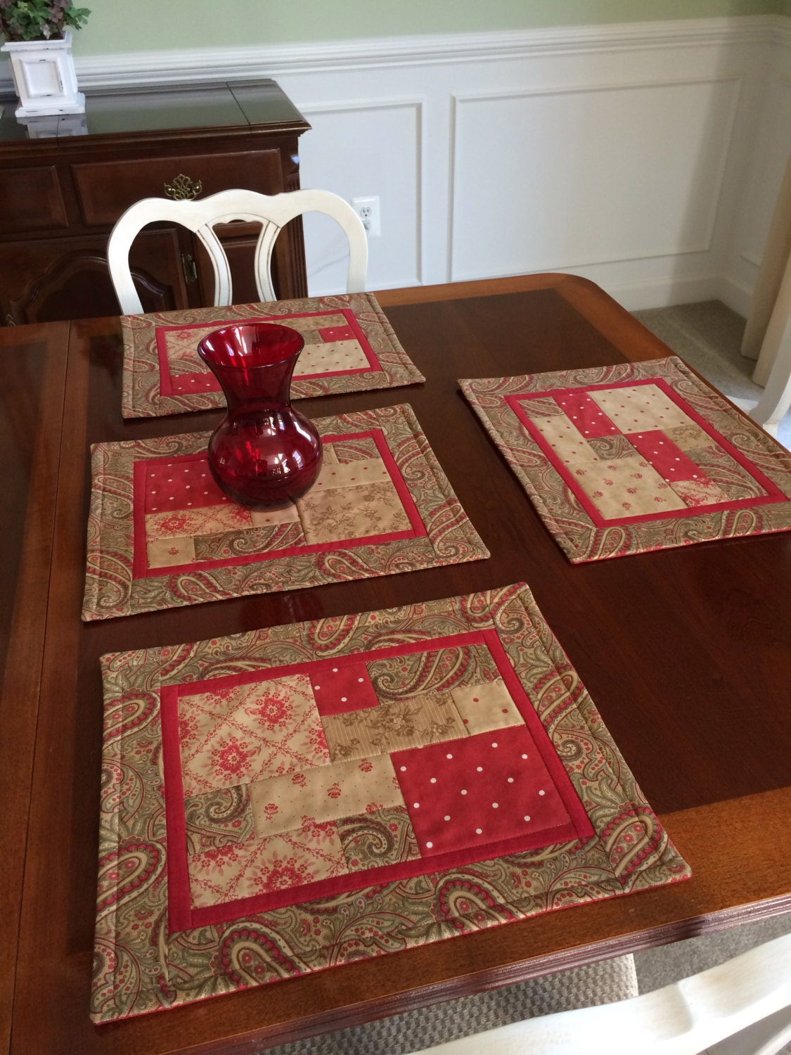 4 Quilted Placemats In Red Moda Fabrics For Year Round Use