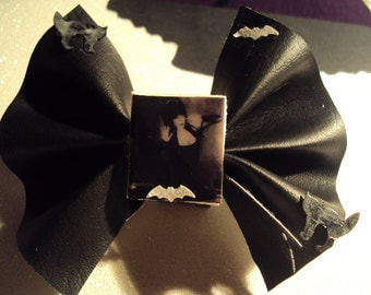 Elvira Mistress of the Dark Glow In The Dark Hair bow