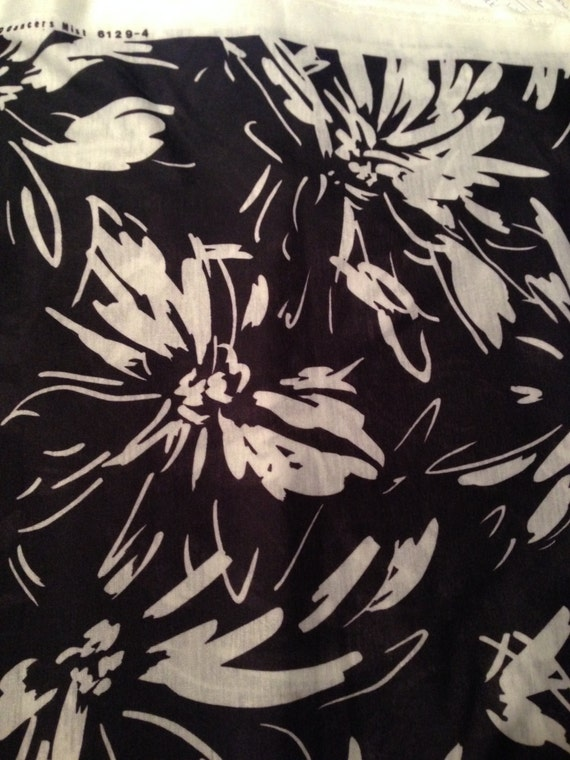 Black and White Floral Fabric F18