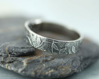 Silver Leaf Ring - Fine Scattering of Leaves - Wreath Woodland Band