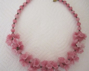 Vintage pink glass flower garland necklace. pink necklace. floral necklace; flower jewelry