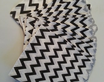 "25 Paper Treat Bags Black and White Chevron 5 ""x 7""  Zig Zag - Snack Bags  - Gift  Goody Bags - Birthday Party - Baby Shower - Popcorn"