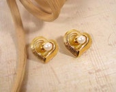 """Avon """"Change of Heart"""" vintage gold tone pierced earrings with removable faux pearls 1992"""