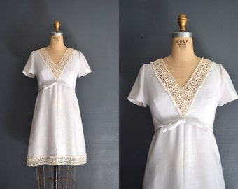 SALE 60s short wedding dress / lace dress / Ariel