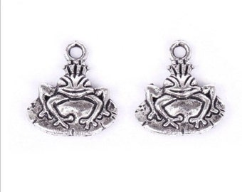 10 FROG PRINCE Charms Kiss the Toad to Find the Prince Antique Silver Tone Alloy Fairy Tale Charm Jewelry 17 mm