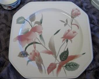 Mikasa Silk Flowers Chop Plate Mint condition