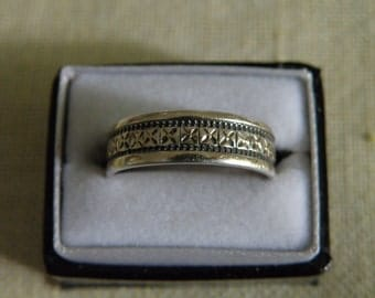 Vintage 14K Gold and Sterling Silver Etched Band Ring - Size 8 U.S.