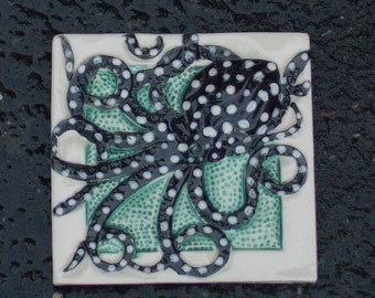 Black and White Octopus Tile