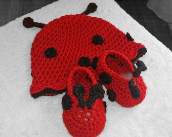 Baby Girl Crochet Ladybug Hat and shoe set, photo prop, newborn-12 months