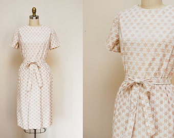 Vintage 1960s Cream Short Sleeve Sheath Dress / Embroidered Floral Lattice Pattern