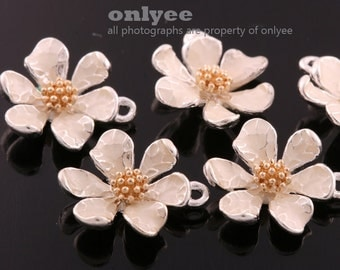 4Pcs -15mmX13mm Silver Plated over Brass Daisy with Ivory Enamel Charms Pendant-Ivory(K643S-A)