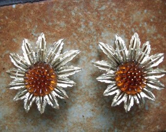 Vintage 1970s Sarah Coventry Silvertone Sunflowers With Amber Colored Centers Clip On Earrings