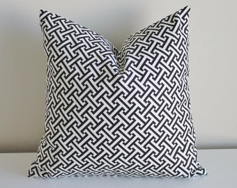 18 inch patterned pillow cover/case in bold black and white zig zag with zipper