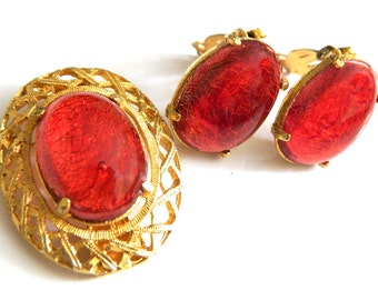 Red Foil Glass Set Brooch And Earrings Vintage Jewelry 1960s Open Backed Red Jewelry Collectible For Women