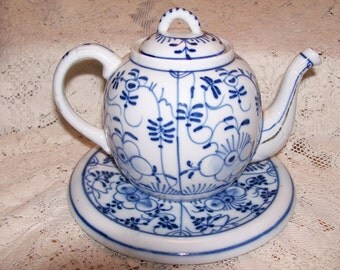 Antique Blue and White Porcelain Teapot and Matching Tea Tile