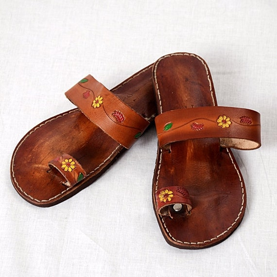 Vintage Floral Tooled Leather Ring Toe Sandals Hippie Hand