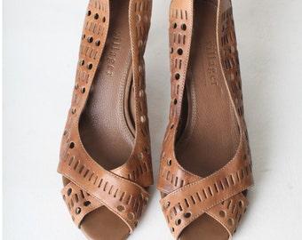 Size 6 Women's Vintage Brown Leather Peep toe Heels