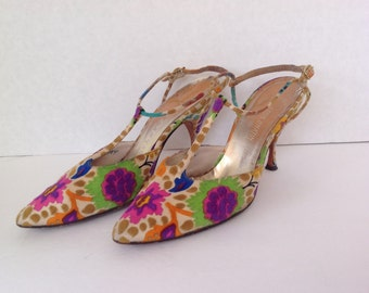 SALE Vintage 1960s high heels /signed Herbert Levine shoes / Leon Unatin shoes / Colorful floral T-strap heels / multi colored fabric shoes