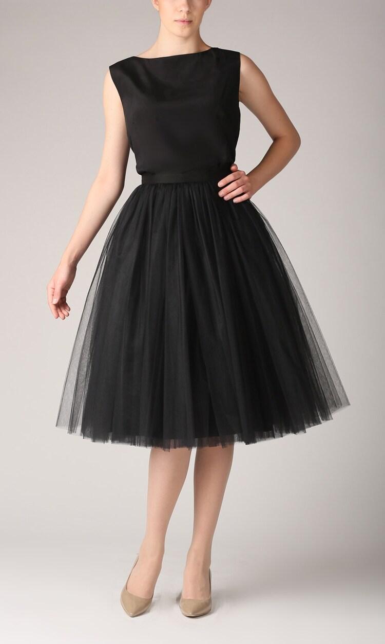 Falda negra en tienda de ropa 1 - 2 part 3