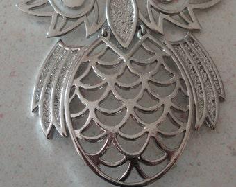 1970 Retro Silver Tone Owl Necklace