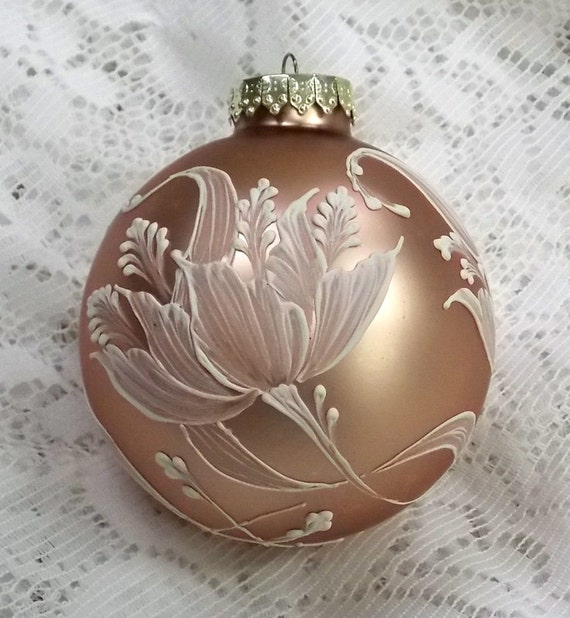 Soft Bronze Ornament With White 3d Mud Floral Tulips 157