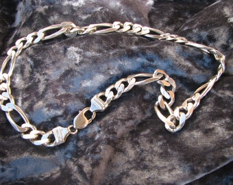 Heavy Vintage Sterling Silver Figaro chain lobster claw clasp, necklace, 76.6 grams, 18 inchs total length, 7/16 width VERY nice condition
