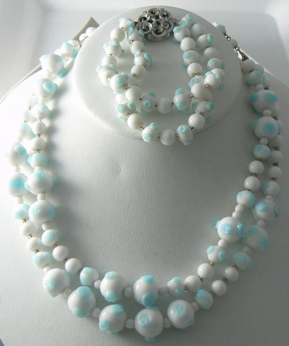 blue and white glass bead trifari necklace bracelet set