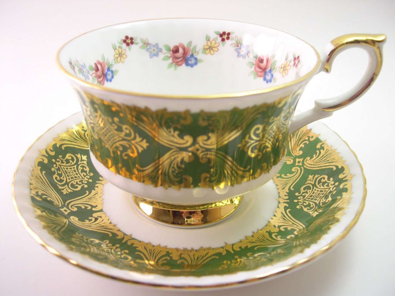 paragon green tea cup and saucer set grren and gold paragon. Black Bedroom Furniture Sets. Home Design Ideas