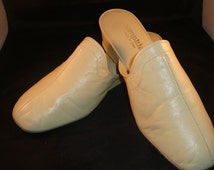 Vintage OOmphies Granada Classic Bone Leather Slippers/ Shoes(1980S) Size 8