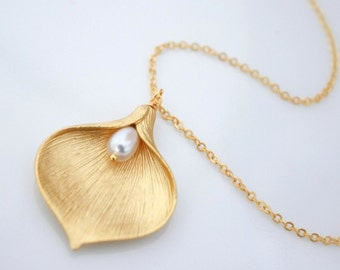 Matte Gold Calla Lilly Necklace, Calla Lilly and White Freshwater Pearl Necklace