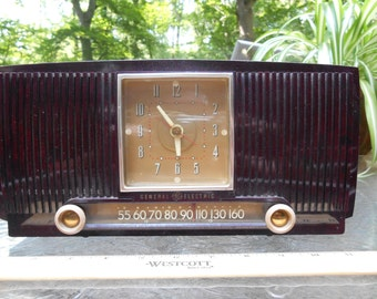 Working Vintage GE BAKELITE Clock and AM Tube Radio Great Condition