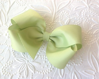 Girls hair bow, boutique bow alligator clip. 4 inch bow. Green hair bow, Easter hair bow. Baby bow, toddler, baby headband.