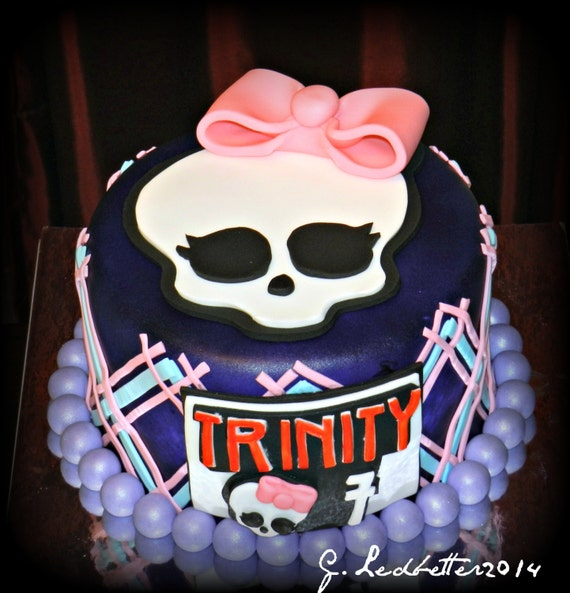 Edible Cake Decorations Skull : Items similar to 1xLarge Fondant Edible Girly Skull Cake ...