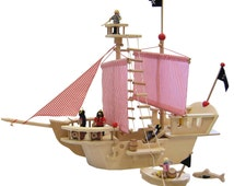 Pirats Ship made of wood; includes 4 Pirates, Dinghy, Guns, Barrel, Flags, Shark, Ladder, Tresure Chest
