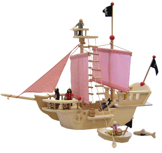 pirats ship made of wood includes 4 pirates by jaimeslullaby. Black Bedroom Furniture Sets. Home Design Ideas