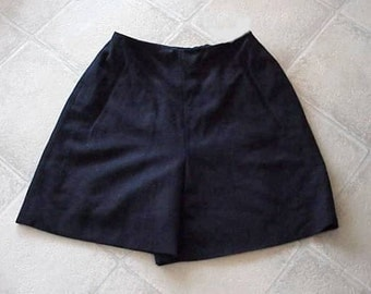 Exquisite DONNA KAREN New York Short SHORTS Black 100 Wool Fully Lined New Size 4